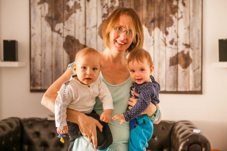 30.9.2016 - Mataró - Valentina Thornner con sus dos hijos johan y valentina - en su casa en mataró - foto Anna Mas